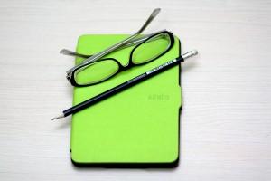 Kindle: https://pixabay.com/de/kindle-papierwei%C3%9F-buch-ger%C3%A4t-785685/